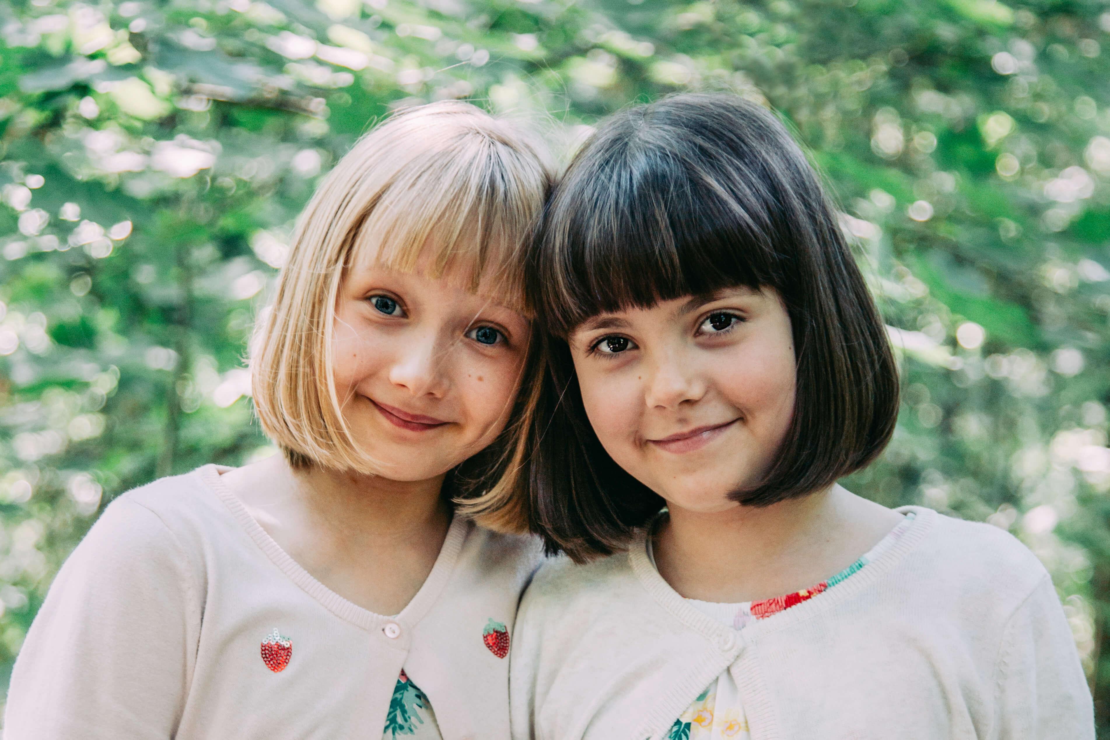 """Uuden Onneli ja Anneli -elokuvan päärooleihin Celina Fallström ja Olga Ritvanen: """"Eniten odotamme Puustinen-possun tapaamista ja sitä, että saamme lypsää kuvauksissa!"""""""