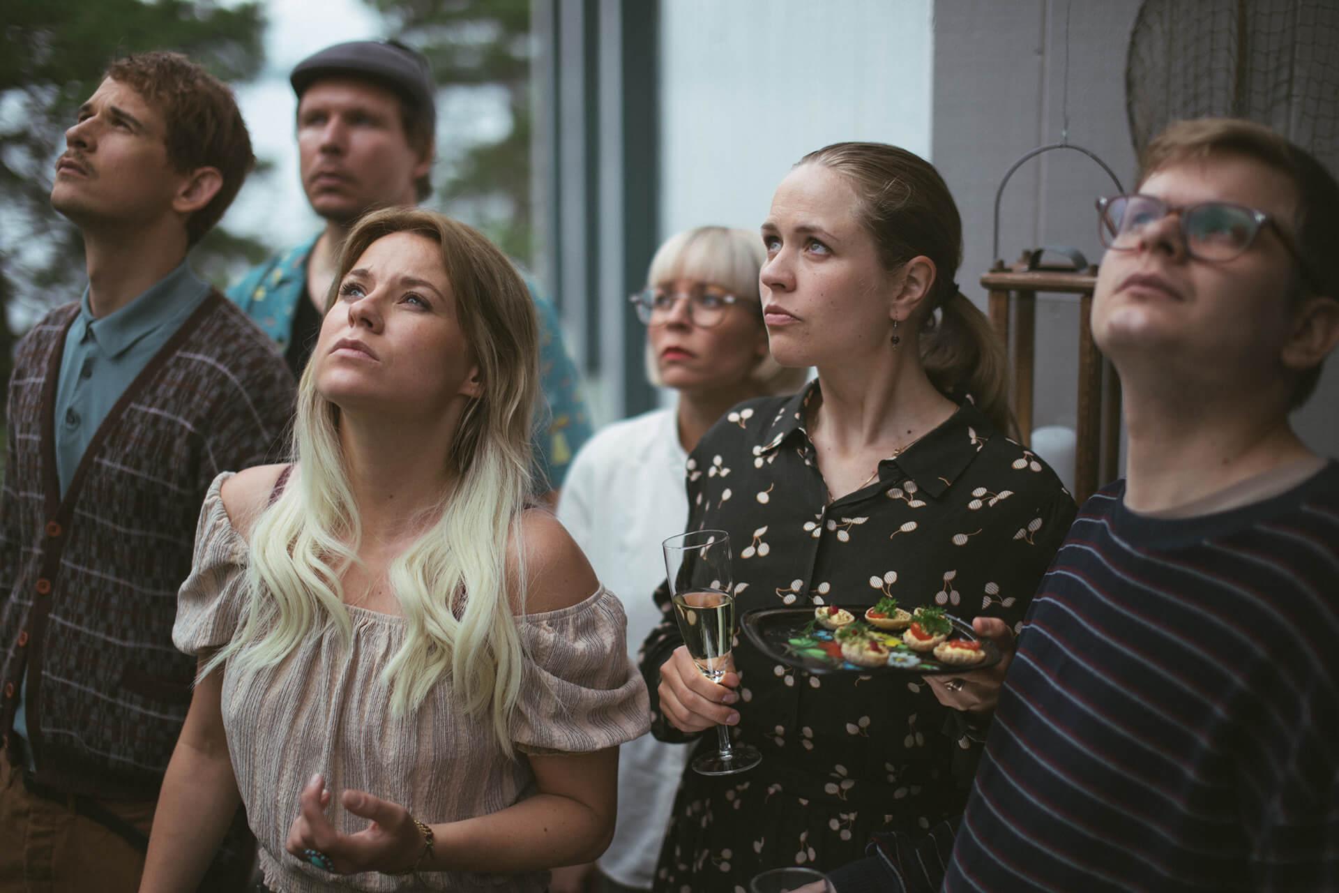 Parhaillaan kuvattavaa SEURAPELI-komediaelokuvaa tähdittävät Emmi Parviainen, Laura Birn ja Paula Vesala