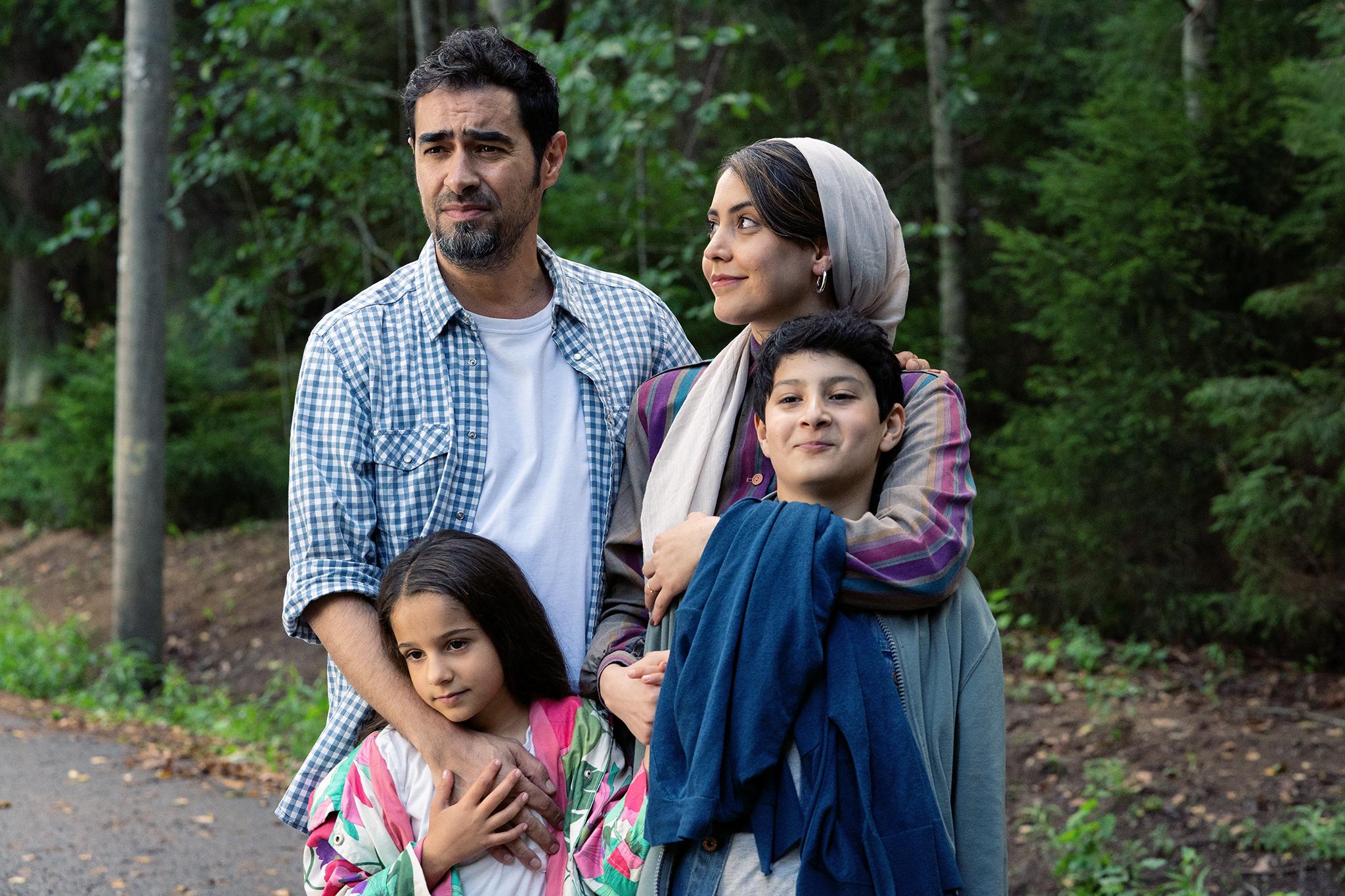 Palkitun ohjaajan Hamy Ramezanin esikoiselokuva kertoo turvapaikkaa hakevan perheen arjesta Suomessa
