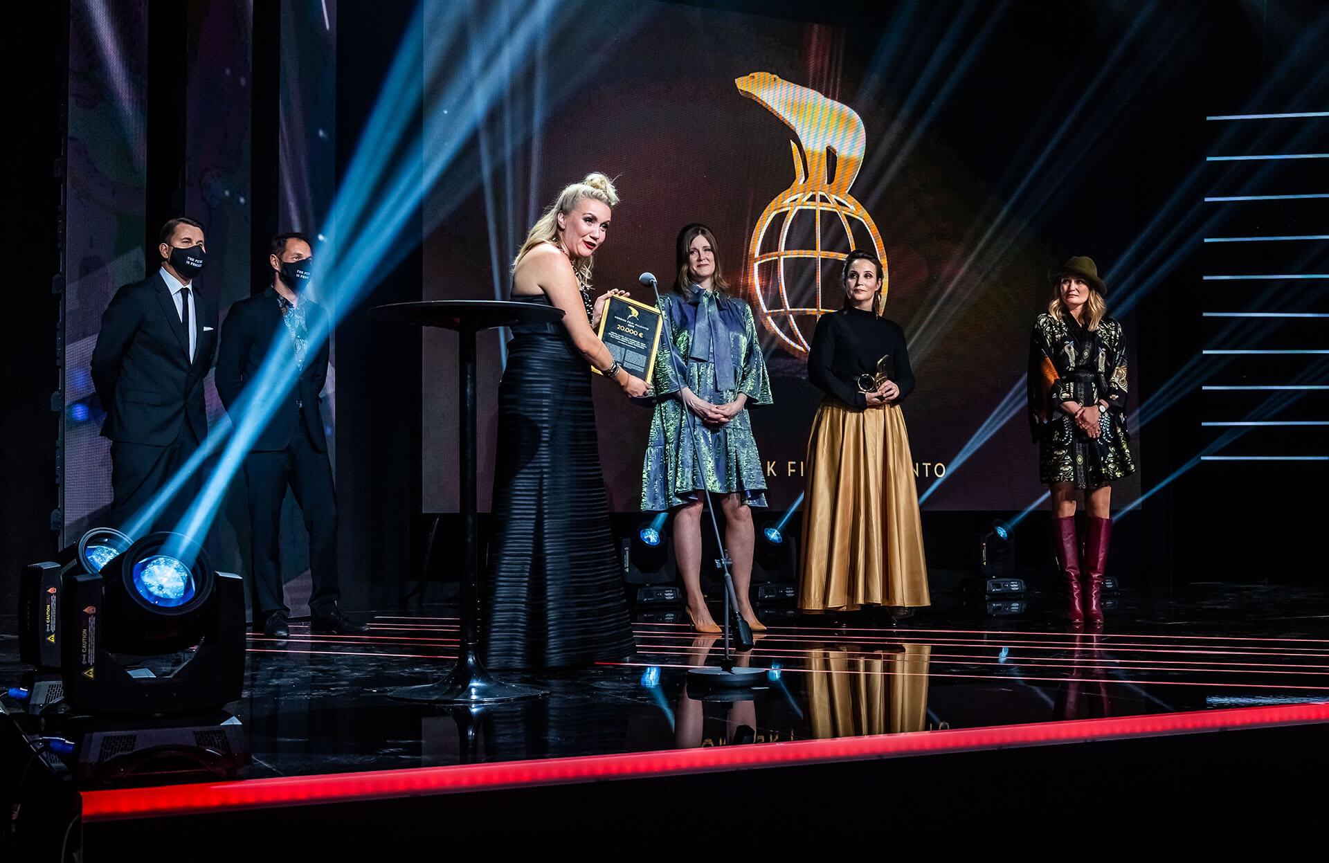 Elokuva-alan Nordisk Film -tunnustuspalkinto myönnettiin elokuvan Tottumiskysymys tuottajalle, ohjaajille ja käsikirjoittajille