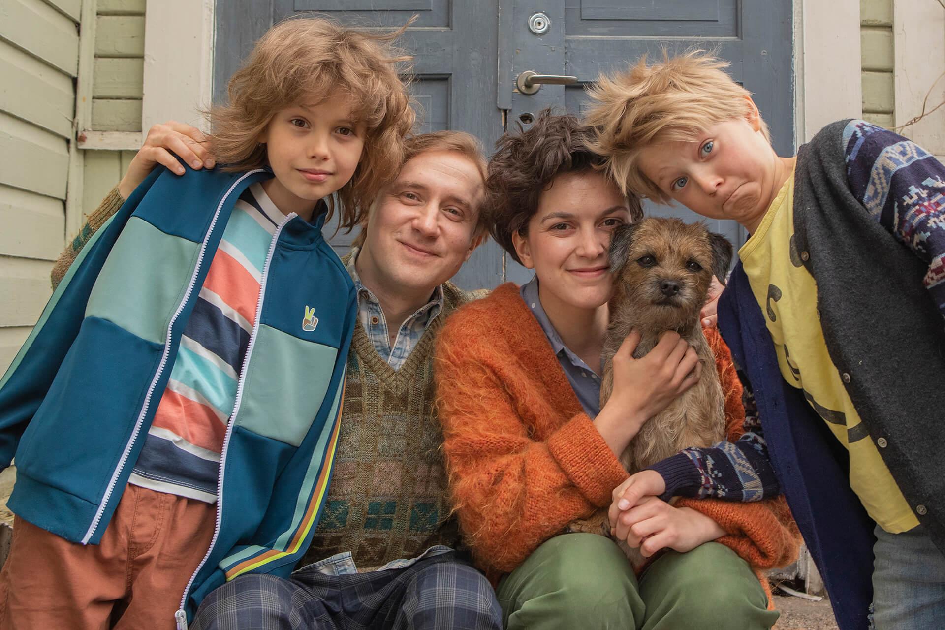 Kiljuset! tulevat – rakastetun perheen elokuvarooleissa Mimosa Willamo, Ylermi Rajamaa, Hugo Koivulehto ja Nino Kröger